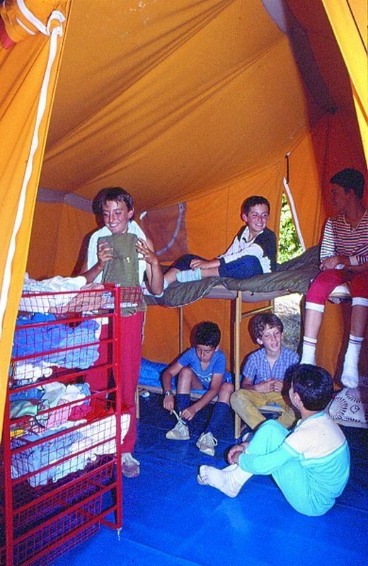 vacanze ragazzi giochi in tenda